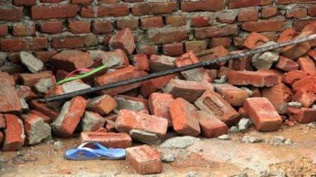 Ulhasnagar: 1 dead after building wall collapses