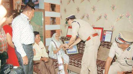 Cops donate one-day salary to the deceased constable'sfamily