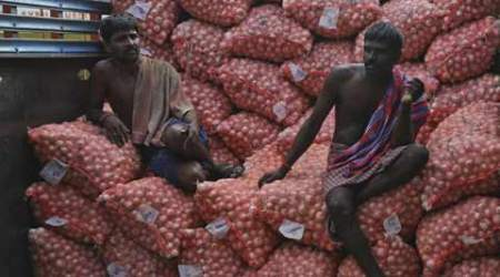 4 men selling stolen onions held