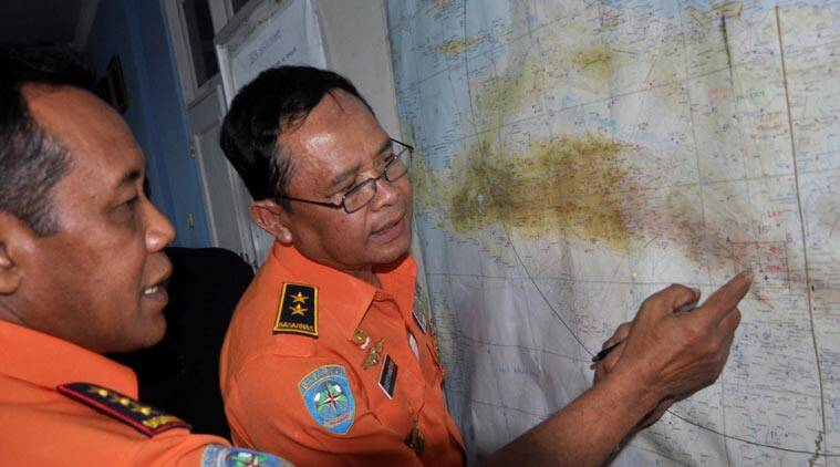 National Search And Rescue Agency (BASARNAS) chief F. Henry Bambang Soelistyo, left, looks at a map with Air Vice Marshal Sudipo Handoyo during a search operation for the missing Trigana Air Service flight at Sentani airport in Jayapura, Papua province, Indonesia, Monday, Aug. 17, 2015 (AP photo)