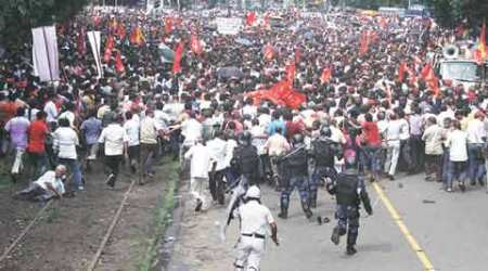 Left protesters turn violent as cops resort to lathicharge