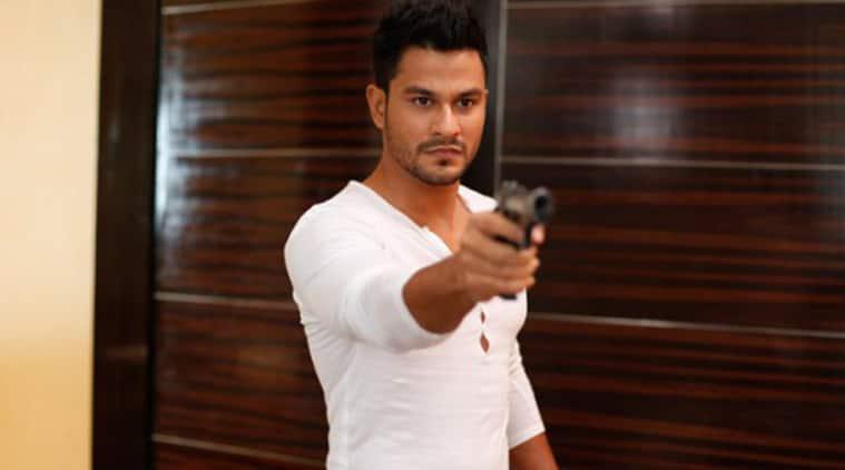 Actor Kunal Khemu, kunal khemu fined, kunal khemu caught without helmet, mumbai news, mumbai traffic police, kunal khemu challan