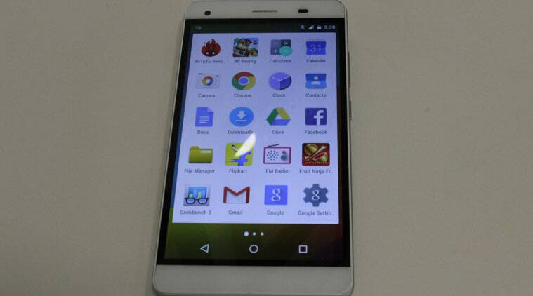 Lava Pixel V1 runs stock Android and has 5.5-inch HD screen.