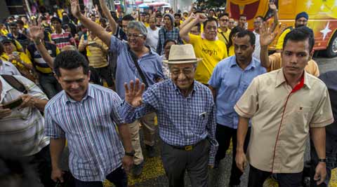Malaysia's longest-serving PM Mahathir Mohamad, calls for 'people's power' movement to topple PM Razak