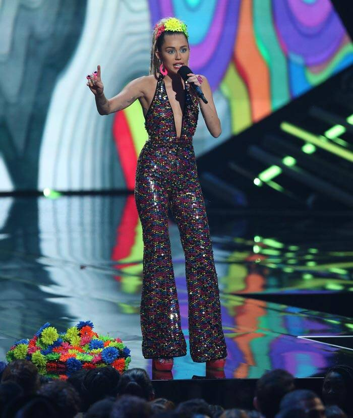 Miley Cyrus, MTV VMAs 2015