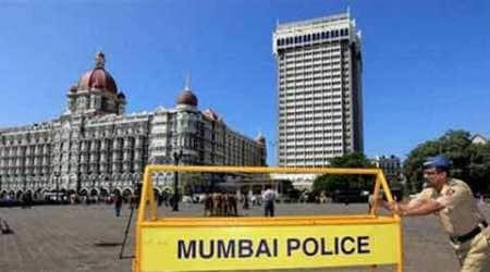 mumbai moral policing, moral policing mumbai, mumbai raid, mumbai police raid, raid mumbai police, mumbai couples arrested, mumbai news, india news, indian express