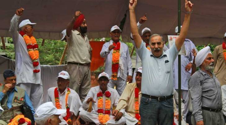 rahul gandhi, OROP, OROP protest, one rank one pension, narendra modi, ex servicemen protest, india news, army pension
