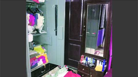 theft, robbery, woman coaxes, delhi police, delhi news, indian express