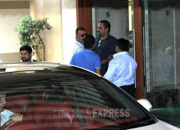 sanjay dutt, sanjay dutt parole, sanjay dutt pics, sanjay dutt returns home, sanjay dutt on furlow, sanjay pics, sanjay dutt pictures, sanjay dutt jail, sanjay dutt daughter, sanjay dutt at home, sanjay dutt out of jail, entertainment, bollywood, entertainment pics, bollywood pics