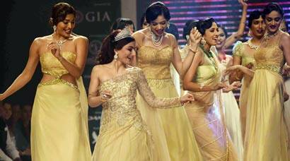 Soha Ali Khan's golden ramp moment at IIJW 2015