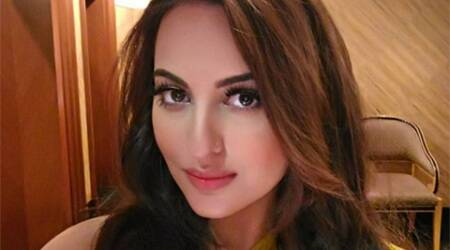 Sonakshi Sinha tweets apology to Delhi harassment accused