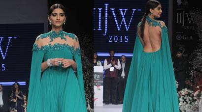 Sonam Kapoor is an Emerald Queen at IIJW 2015