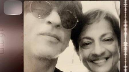 Shah Rukh Khan takes a selfie with Tanuja, says veteran actress was his father'sfavourite