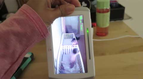 Video: Twins pretend to sleep when they realise mom iswatching