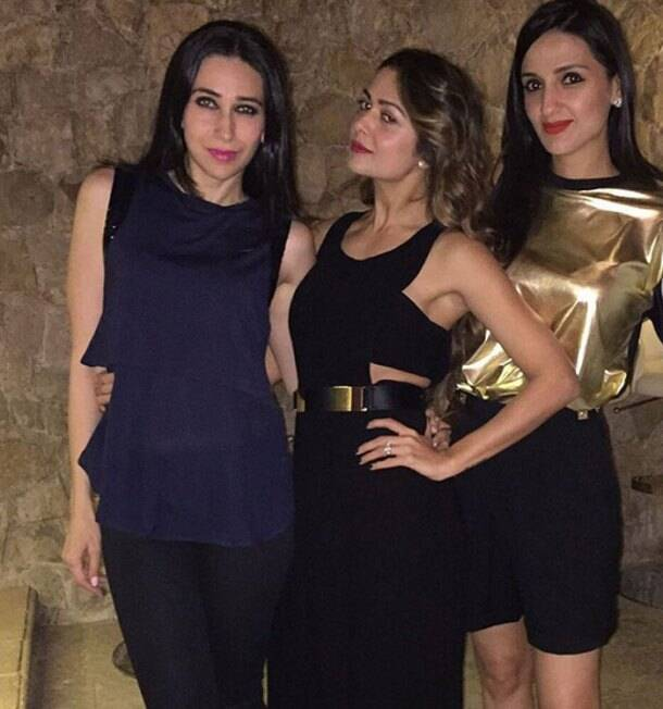 All set for a fabulous night, Karisma and Amrita pose for a picture along with their host, Anu Dewan. While Karisma picked a dark blue sleeveless blouse and black pants, Amrita was chic in a black belted jumpsuit. Anu shone in a gold top with black bottoms. (Source: Instagram)