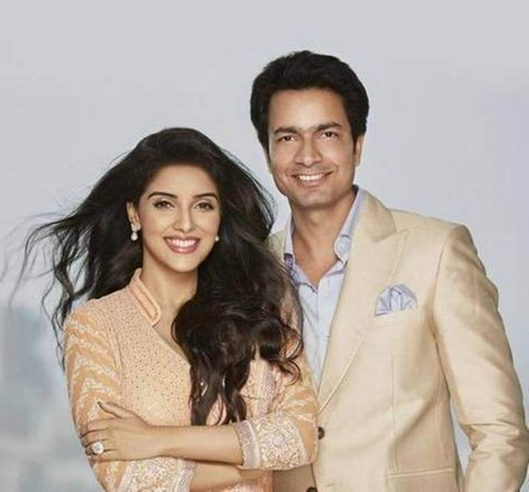 asin, rahul sharma, asin engagement, asin solitaire, micromax founder rahul sharma, asin marriage, asin rahul sharma, asin fiance, asin news, asin wedding, asin marriage plans, asin movies, all is well, rahul sharma marriage, entertainment news