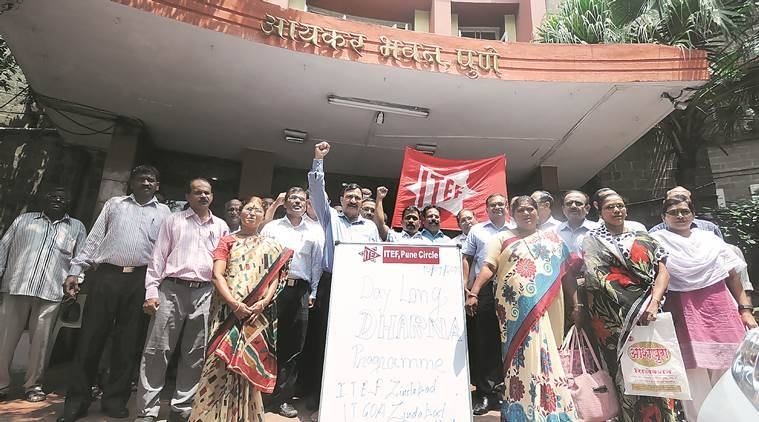 dharna, I-T dharna, pune I-T dharna, CBDT, pending promotion protest, infrastructure protest, pune news, indian express