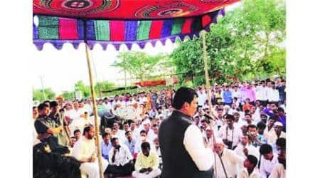 Maharashtra to raise loans to tackledrought