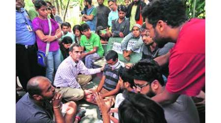 Amid high drama, FTII director blinks over laying off contractual workers