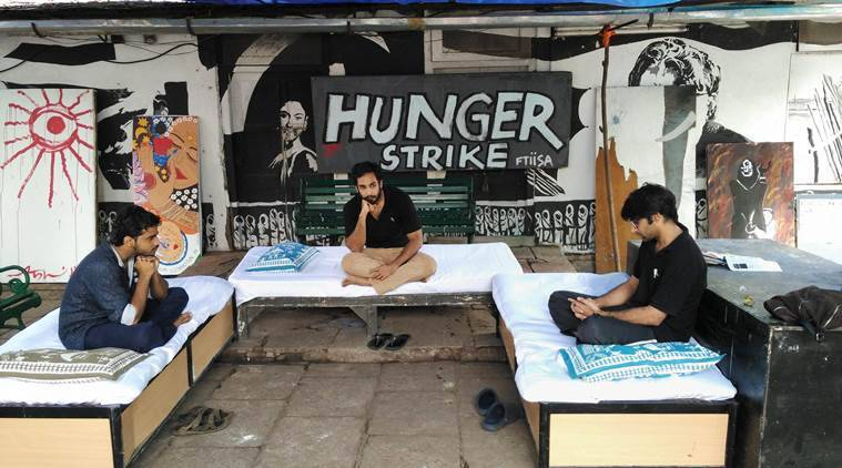 Pune: Three students of Film & Television Institute of India (FTII) on hunger strike in Pune on Thursday. PTI Photo (PTI9_10_2015_000121A)