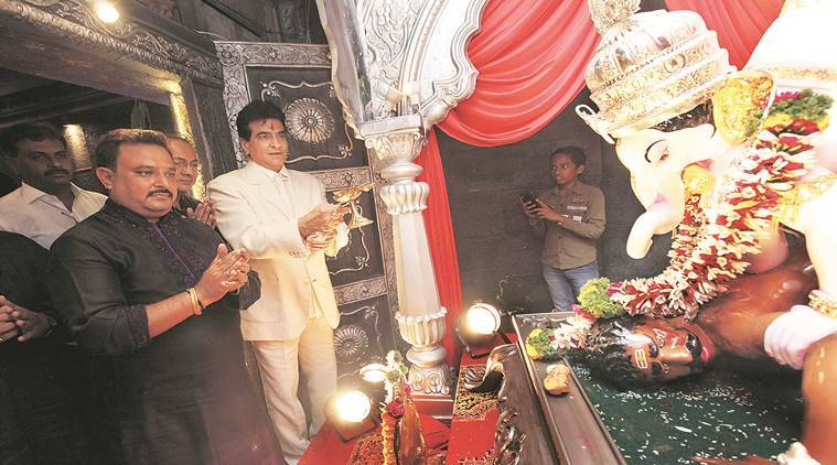 Actor Jeetendra offers prayers at Chhatrapati Rajaram Mandal in Sadashiv Peth Thursday. (Source: Express Photo by Pavan Khengre)