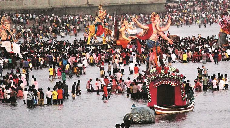 Ganesh festival, Ganesh Puja, Maharashtra, maharashtra ganesh Puja, Maharashtra Ganesh immersion, Ganesh visarjan, Ganpati, Ganesh chaturthi, Ganesh chaturthi puja, ganesh immersion, youth try to drown police, maharashtra news, mumbai, Thane, india news