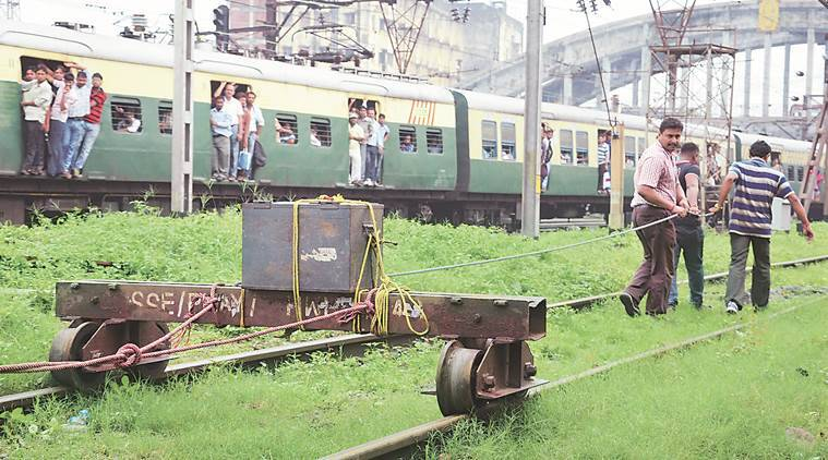 govt railway police, railway police, improvised explosive device, IED, IED removed, howrah, howar station IED, kolkata news, indian express