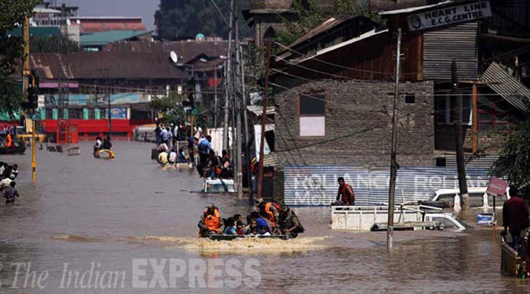 Army personnels rescue civilians at the Haft Chinar in Srinagar in Kashmir. (Source: Express File Photo by Tashi Tobgyal)