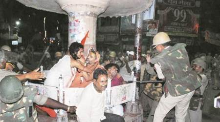 Varanasi stalemate over idol immersion: 30-hr resistance ends with post-midnight lathicharge