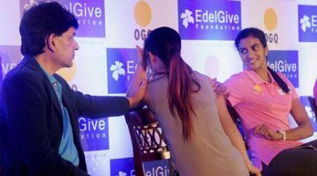 Mumbai: Boxing star Mary Kom gets emotional during a fund raising event in Mumbai on Wednesday night. Badminton player PV Sindhu and World Billiards Champion Geet Sethi are also seen.   PTI Photo by Santosh Hirlekar(PTI9_24_2015_000111B)