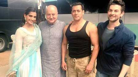 With Salman around, 'Prem Ratan Dhan Payo' will do well: Sonam
