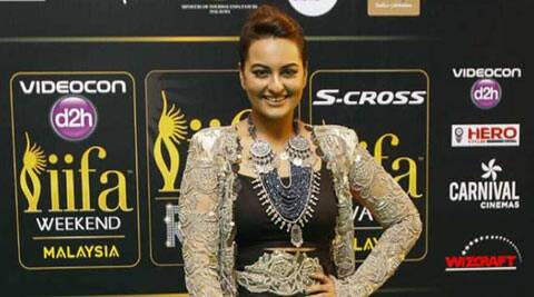 sonakshi sinha, sonakshi, sonakshi sinha movies, sonakshi sinha twitter, sonakshi sinha tweets, sonakshi sinha twitter chat, sonakshi sinha news, sonakshi sinha pics, sonakshi sinha upcoming movies, entertainment news