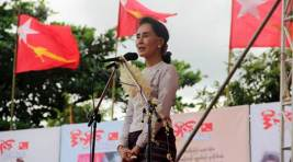 Aung San Suu Kyi holds massive election rally in Yangon