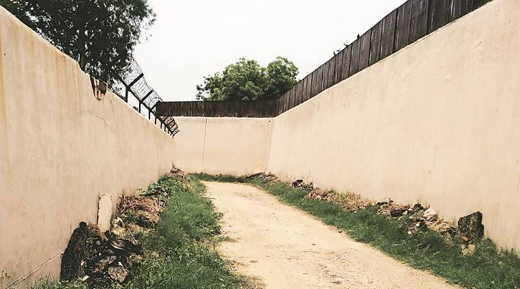 tihar jail, tihar jail wall, jail wall construction, delhi news, indian express