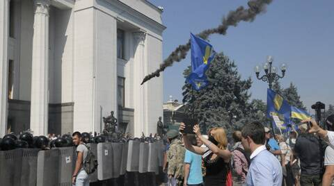 Ukraine clashes: Parliamentary coalition shows cracks after a right-wing party threatens exit