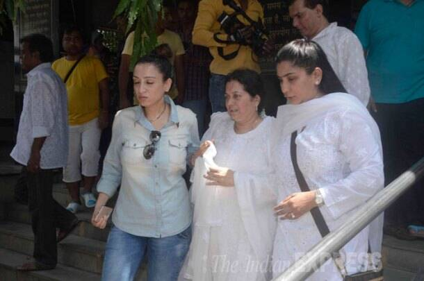 Big B, Anil Kapoor at Aadesh Shrivastava's funeral; wife Vijeta, sons are inconsolable