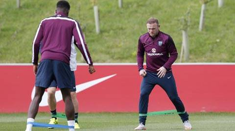 Wayne Rooney set to eclipse Bobby Charlton's 45-year old England record