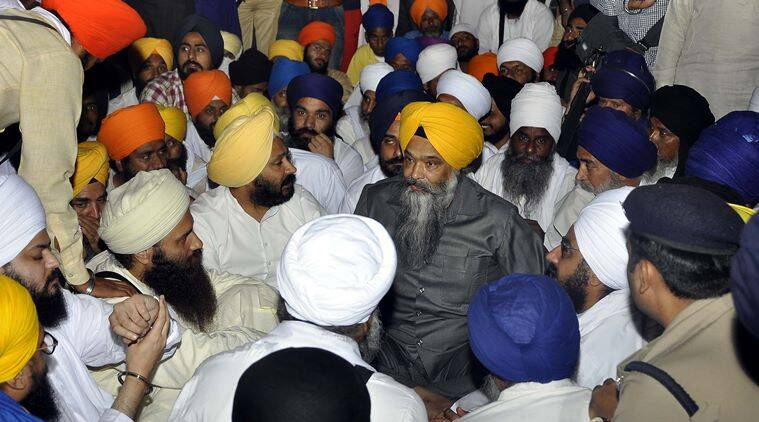 Holy book desecration, Punjab Holy book desecration, Guru granth sahib desecration, Sikh preachers protest, Prakash singh Badal, SAD govt, Punjab news, india news, latest news