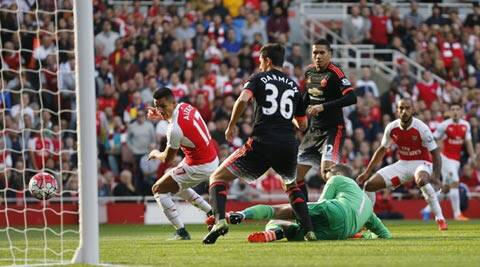 Arsenal crush Manchester United 3-0 with two goals in first seven minutes