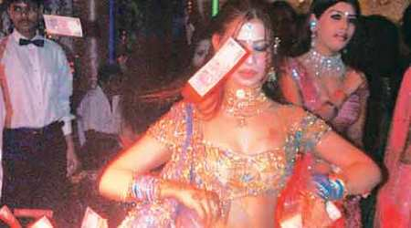 Bar dancers hope to leave behind mujra, orchestra, waitressing if ban is lifted