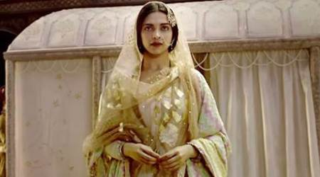 Deepika, Bhansali pay tribute to Madhubala in 'Bajirao Mastani' song
