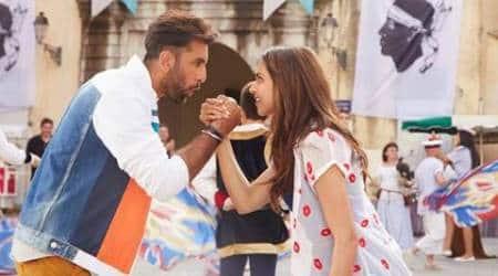 Deepika Padukone, Ranbir Kapoor let their hair down and do some 'Matargashti': Watch 'Tamasha' song