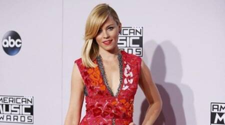 Elizabeth Banks to helm 'Pitch Perfect3'