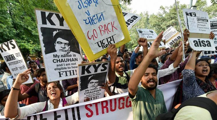 New Delhi: FTII students agitate for the removal of the FTII Chairman Gajendra Chauhan at Jantar Mantar in New Delhi on Saturday. PTI Photo by Vijay Verma   (PTI9_19_2015_000222B)