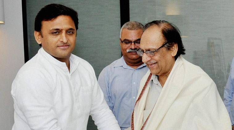 Lucknow : Uttar Pradesh CM Akhilesh Yadav honouring noted Pakistani ghazal singer Ghulam Ali at his official residence in Lucknow on Saturday. PTI Photo (PTI10_10_2015_000071B)