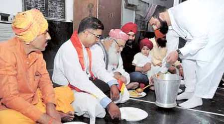 Langar held in mosque: 'World hunger is a biggerissue'