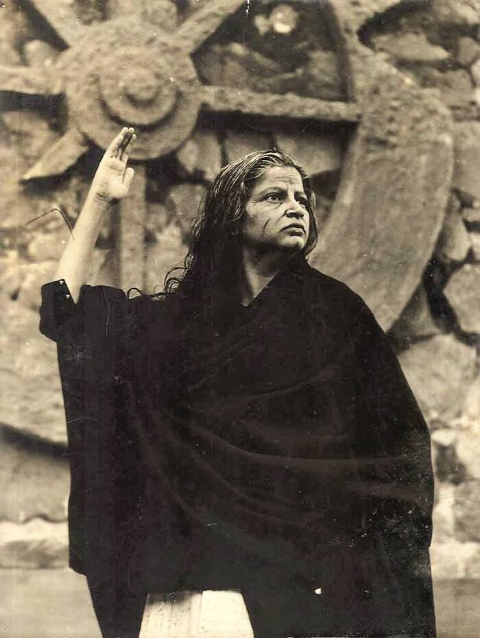 Actress Meena Pethe plays the grief-crazed Gandhari in the 1963 production of Andha Yug, performed on the ramparts of the Ferozeshah Kotla in Delhi