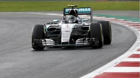 Mercedes Formula One driver Nico Rosberg of Germany drives during the second practice session of the Mexican F1 Grand Prix at Autodromo Hermanos Rodriguez in Mexico City, October 30, 2015. REUTERS/Henry Romero