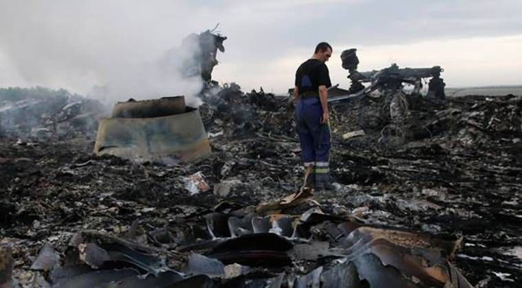 mh 17 flight, malaysia airlines mh 17, malaysia mh17 crash, malaysia mh 17 report, mh 17 wreckage, russian missile, world news
