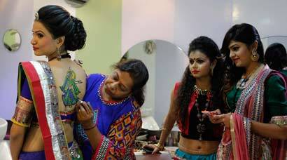 Gujarat painted in Navaratri colours as festival closes in
